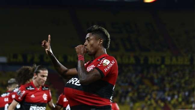 Bruno Henrique marcou os dois gols do Flamengo diante do Barcelona, em Guayaquil (Foto: Staff Images/Conmebol)