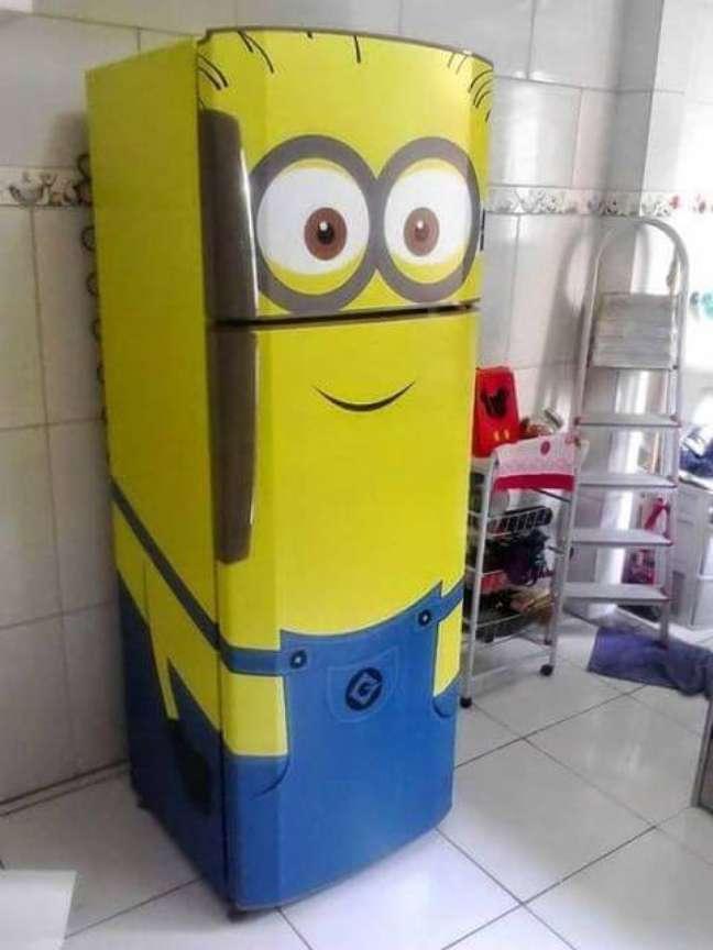 57. Ideias criativas para geladeira adesivada. Fonte: Como Fazer Em Casa