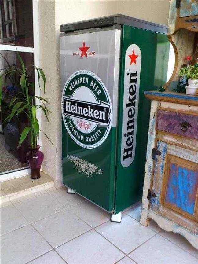 84. Adesivo de geladeira com a marca Heineken. Fonte: Mercado Livre