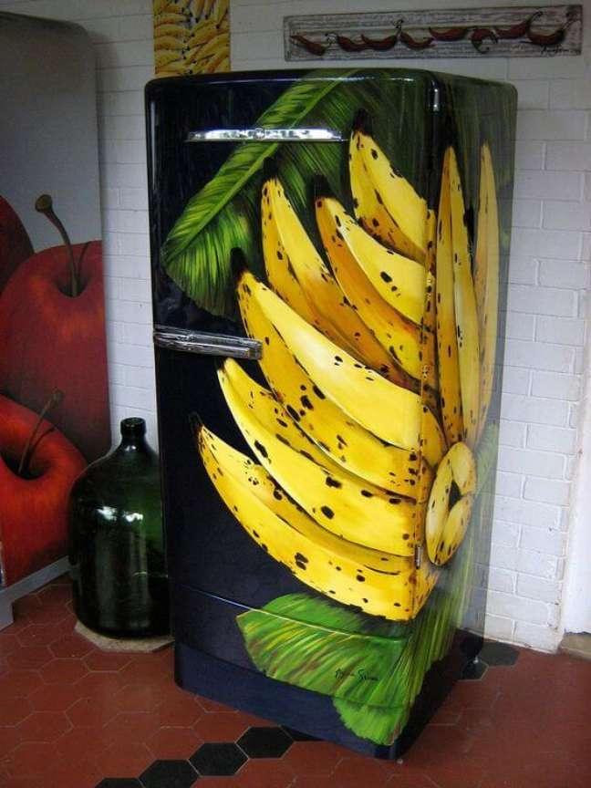62. Geladeira adesivada com toque tropical. Fonte: Flickr