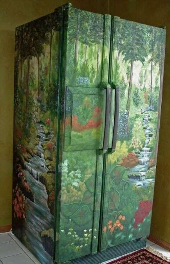 20. Geladeira com estampa de paisagem natural. Fonte: The Ofy