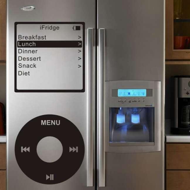 9. Uma estampa divertida pode fazer toda a diferença em uma geladeira adesivada inox. Fonte: AliExpress