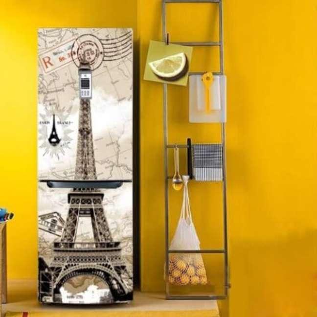 37. Geladeira adesivada com estampa da Torre Eiffel. Fonte: Amazon