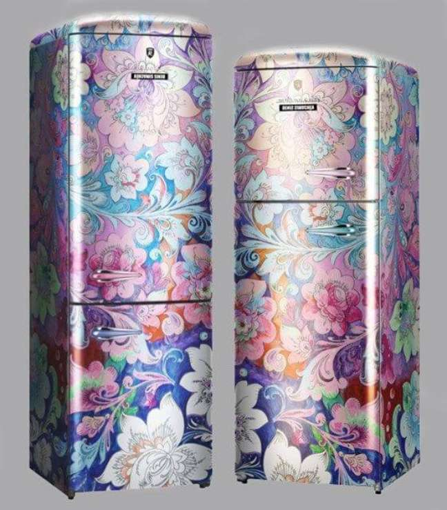 64. Geladeira adesivada com estampas de flores. Fonte: AnOther