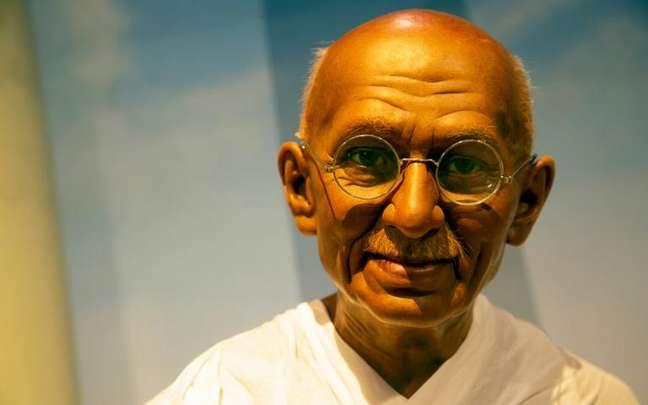 De forma pacífica, Mahatma Gandhi ultrapassou as barreiras impostas pelo colonizador em busca da liberdade de seu povo - Shutterstock.