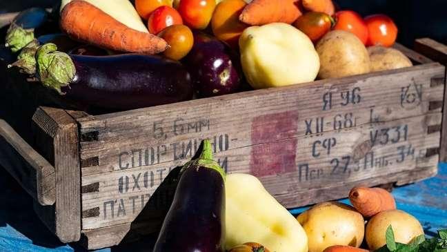 Ambas as culturas alimentares consomem muitas verduras e legumes locais