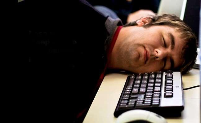 Já imaginou  bater aquele sono no meio da reunião em vídeo? Ninguém está livre disso