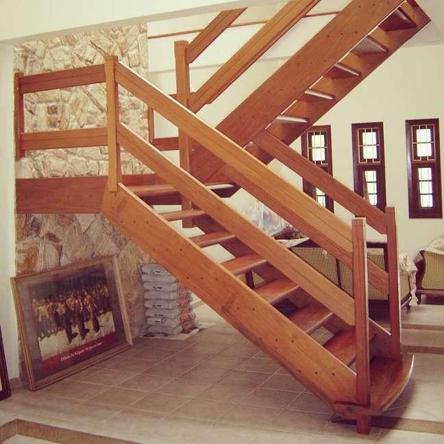 """48. Modelo de escada em """"U"""". Fonte: Projeto Habitissimo"""