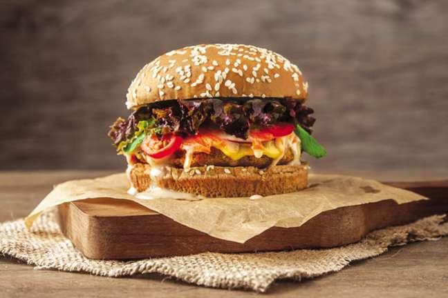 Guia da Cozinha - Segunda Sem Carne: aprenda a fazer um delicioso hambúrguer de quinoa