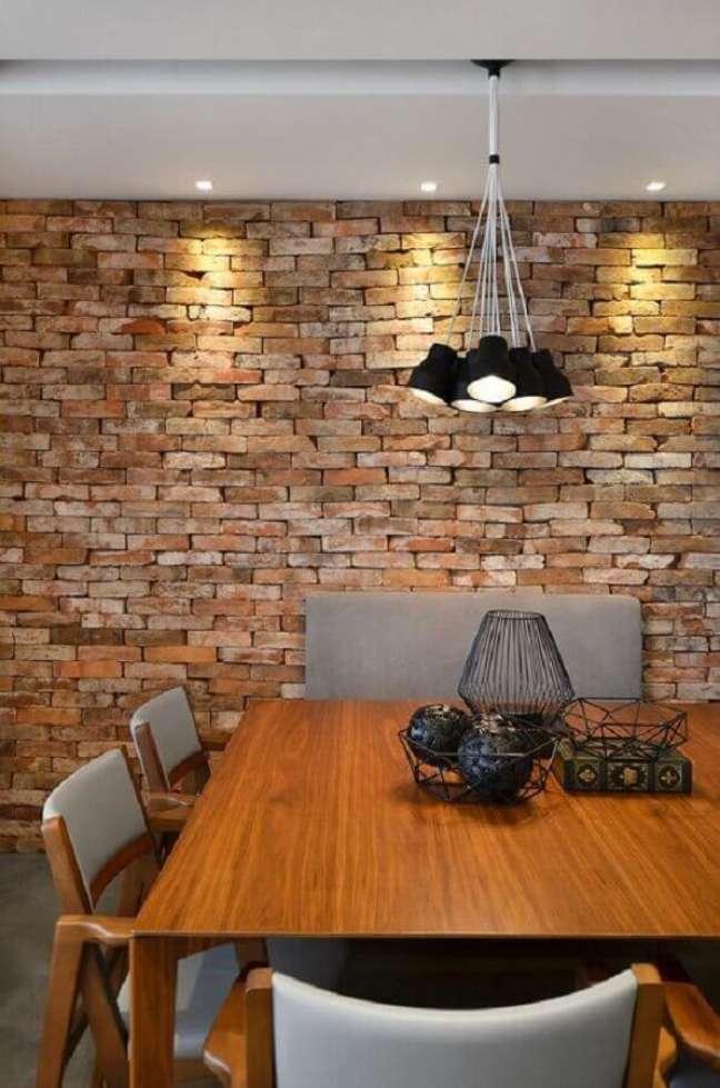 37. Parede tijolinho para decoração de sala de jantar rústica moderna – Foto: Studio Colnaghi