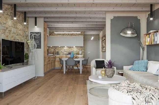 15. Casa conceito aberto decorada com revestimento de pedra para sala rustica – Foto: Architecture Art Designs