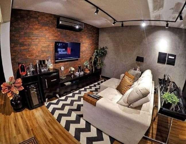 6. Parede de tijolinho e cimento queimado para decoração de sala rústica e moderna – Foto: Nosso Apartamento 63
