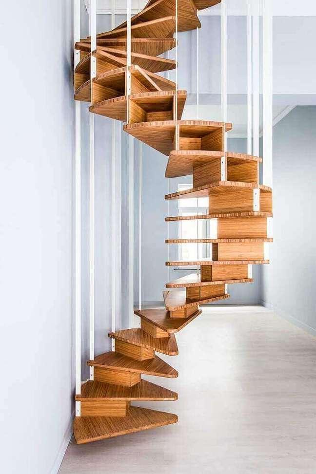 18. Design minimalista para escada caracol de madeira. Fonte: The Ofy