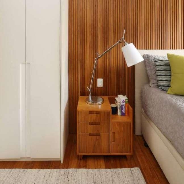 22. Parede ripada com cabeceira branca para cama box – Foto Mandril Arquitetura e Design