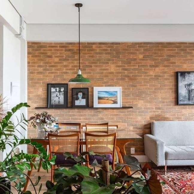 7. Parede tijolinho para decoração de sala rústica integrada – Foto: Decor Fácil