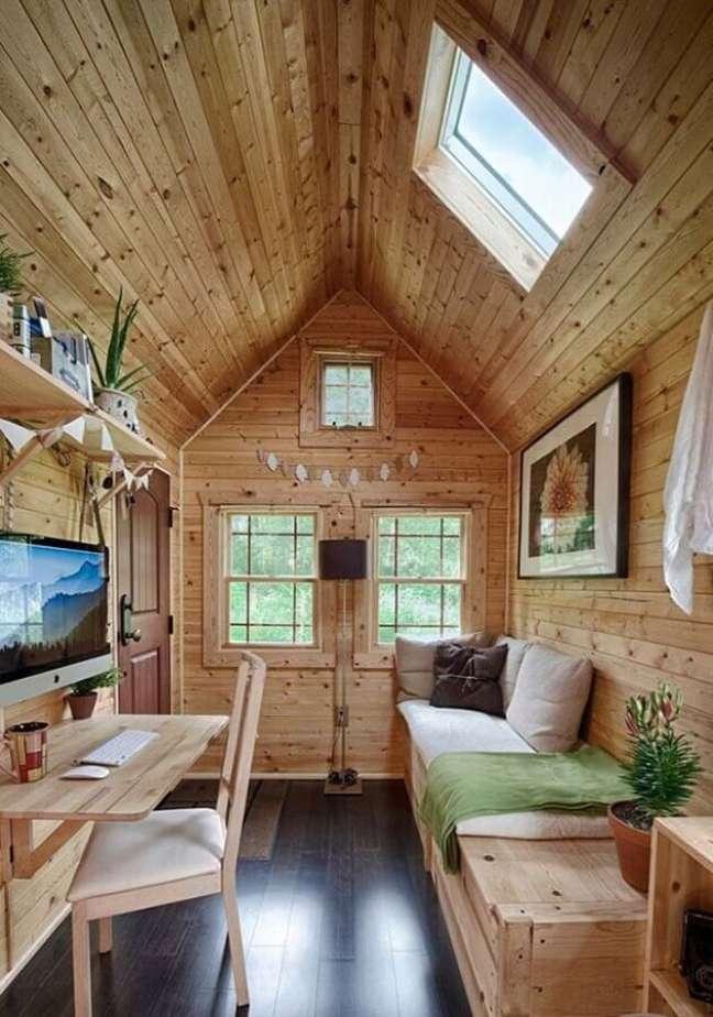 3. Revestimento de madeira para decoração de sala rustica pequena – Foto: Decor Fácil