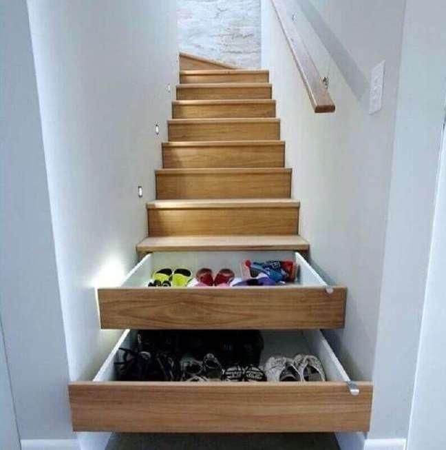 28. Alguns modelos de escada vem com espaço para poder armazenar itens. Fonte: Archzine