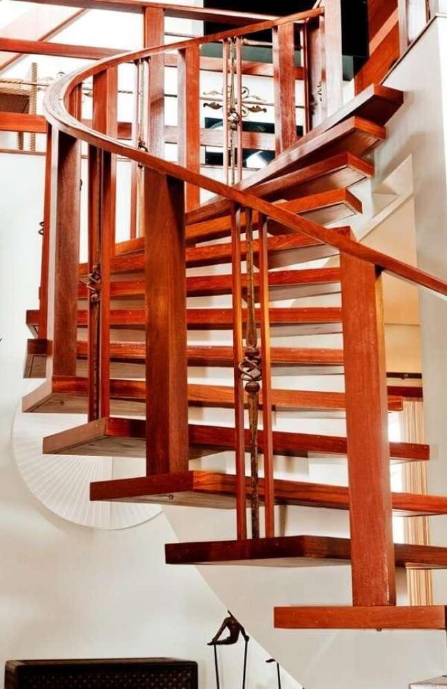 72. Escada de madeira caracol. Fonte: Archdesign Studio