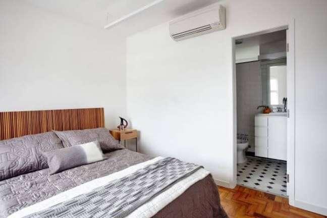 20. Cabeceira ripada simples para quarto minimalista – Foto Iná Arquitetura
