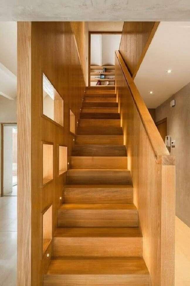37. Modelo de escada de madeira simples. Fonte: Plazatio