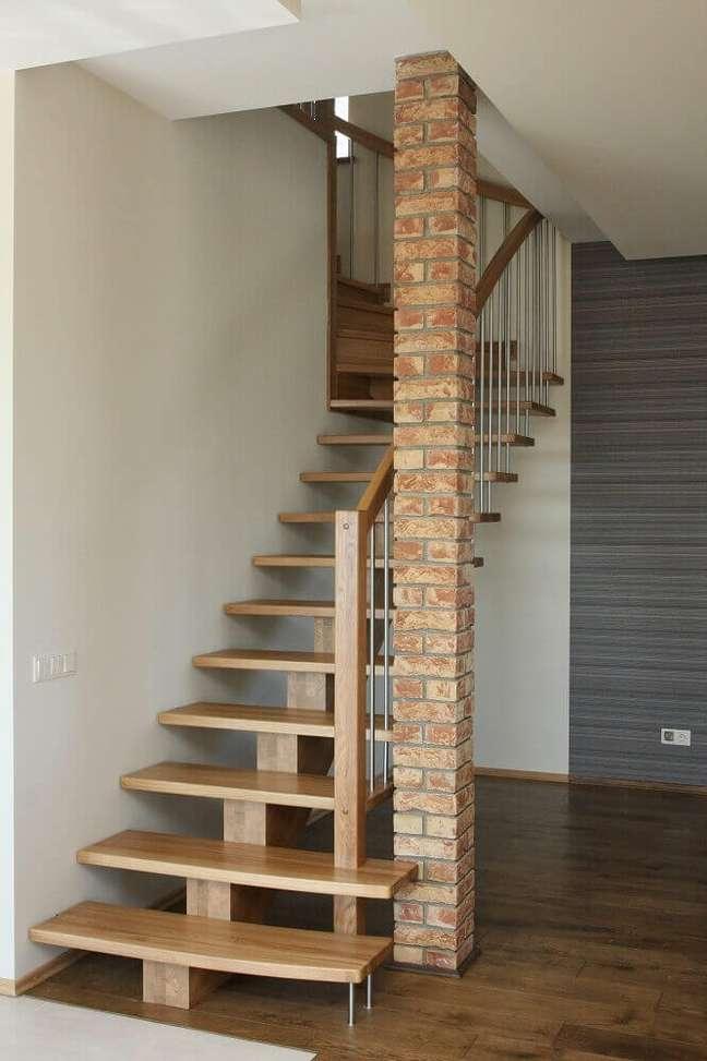 41. Escada simples de madeira. Fonte: The Best Design