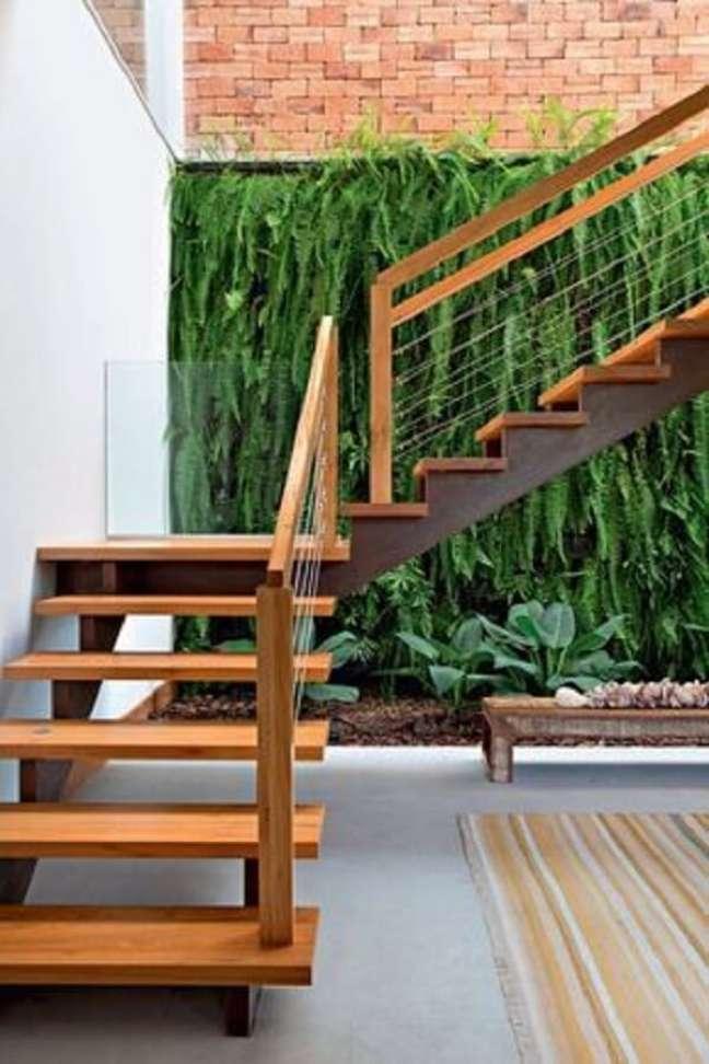 86. O jardim vertical traz um frescor para a decoração do imóvel. Fonte: Casa e Jardim