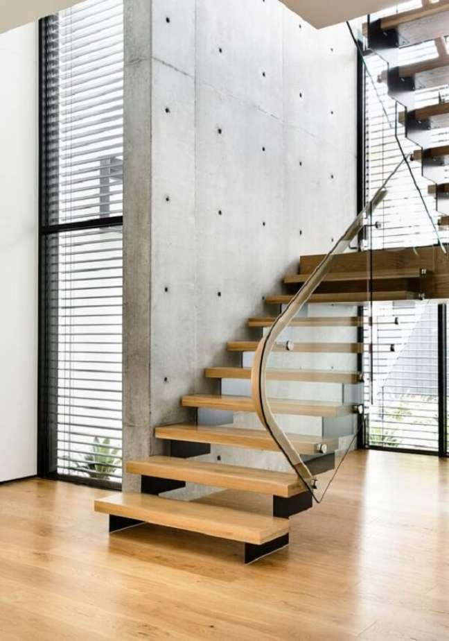 83. Muitos projetos usam a escada de madeira na arquitetura. Fonte: Casa Library
