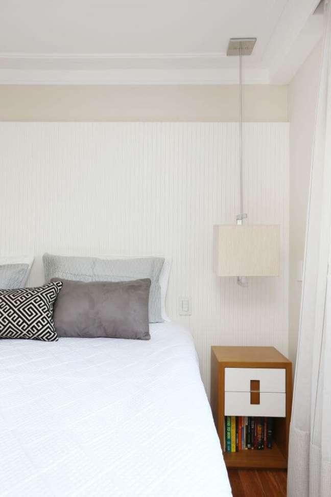 50. Cabeceira ripada branca para quarto minimalista – Foto Ana Paula Briza