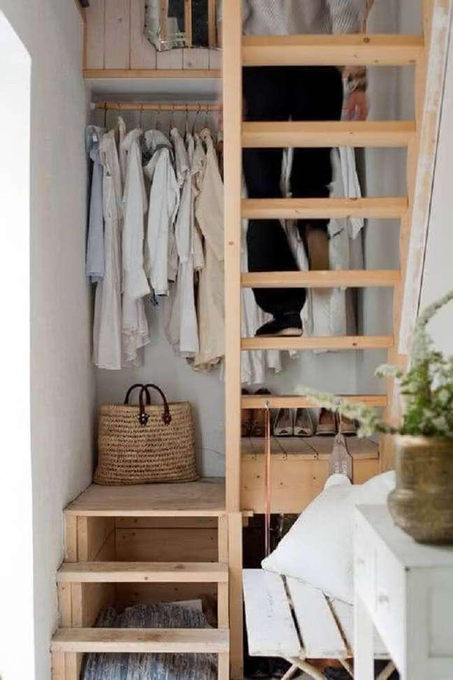 40. Escada simples e pequena para otimizar os espaços pequenos. Fonte: Matchness