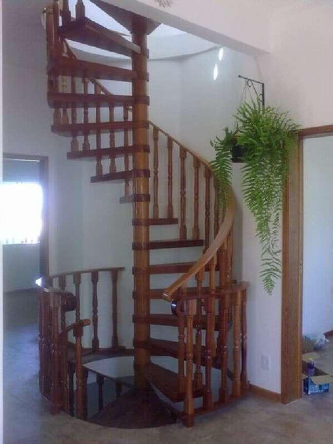 24. Modelo simples de escada caracol de madeira. Fonte: Construdeia