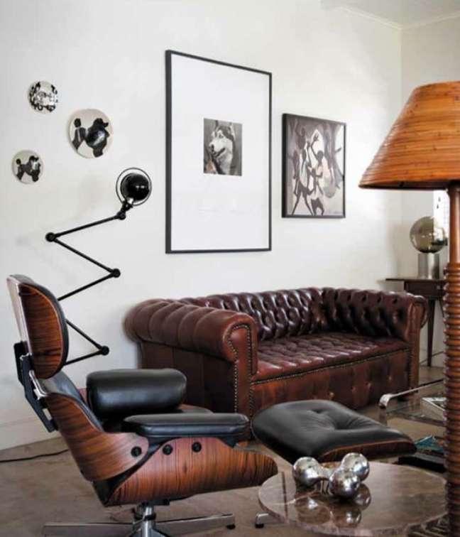 2. Sofá chesterfield couro moderno – Via: Freshideen