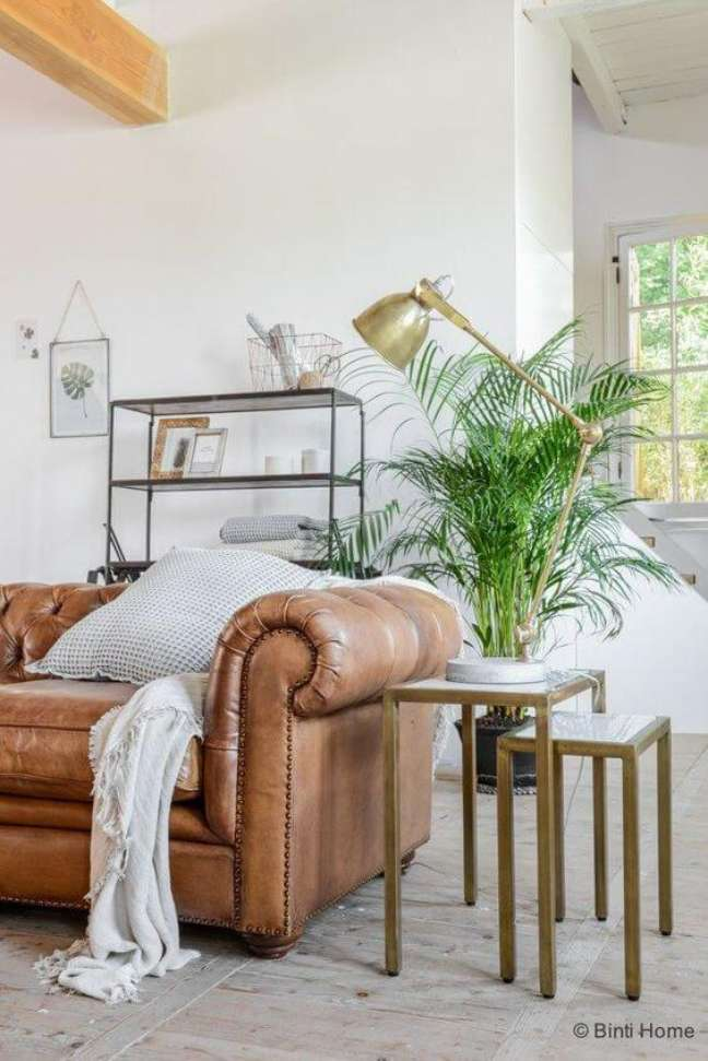 23. Sofá chesterfield couro na sala de estar – Via: Binthome Blog