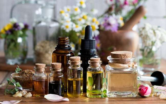 Alguns tipos de óleos essenciais transmitem paz e tranquilidade para o corpo - Shutterstock/Madeleine Steinbach