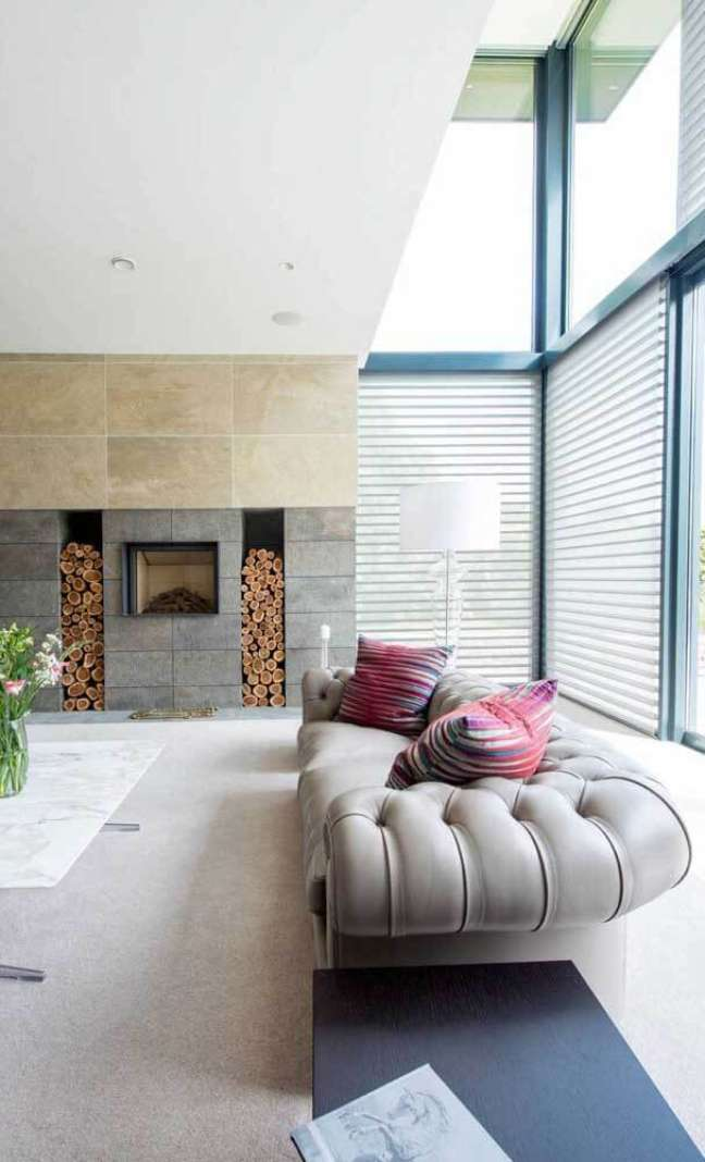 33. Sofá capitonê chesterfield – Via: James Architects and Partners