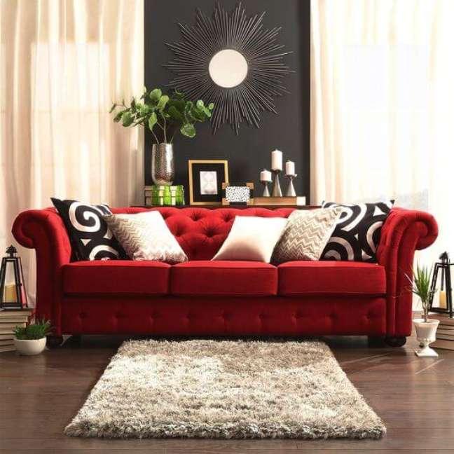 49. Aposte no sofá vermelho para sua casa moderno – Via: Essência Móveis