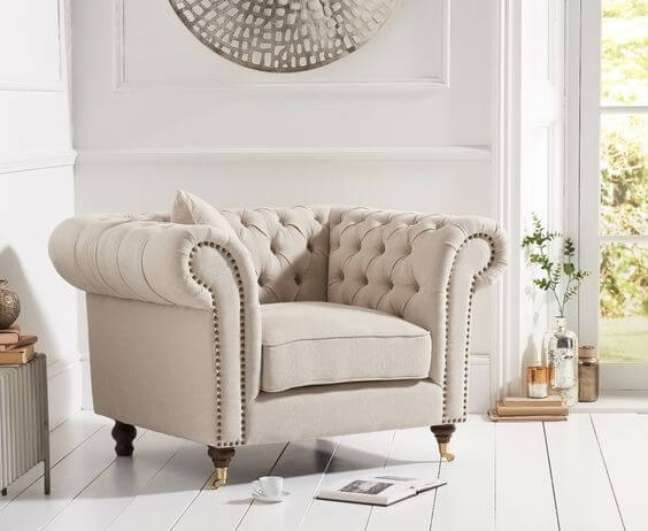 7. Poltrona chesterfield off white – Via: Only Oak Furniture