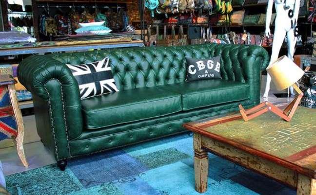42. Sofá verde na decoração moderna – Via: R Valentim