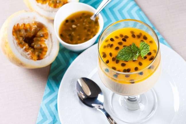 3. Receita de mousse de maracujá com suco tang – Foto iStock