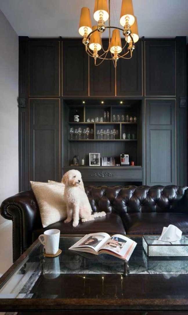 32. O sofá de couro é super prático – Via: The Scientist
