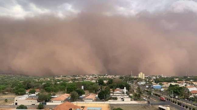 Tempestades de poeira voltaram a encobrir cidades do País nos últimos dias