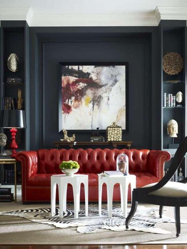 52. Aposte no sofá vermelho para decorar sua casa moderna – Via: Casa Vogue