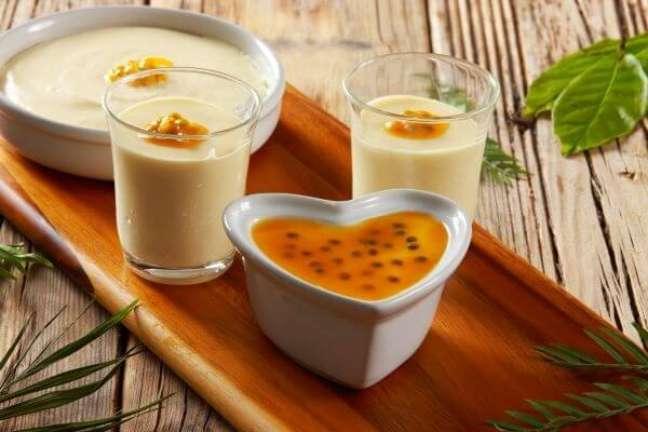 2. Aprenda como fazer uma calda de maracujá para mousse deliciosa – Foto iStock