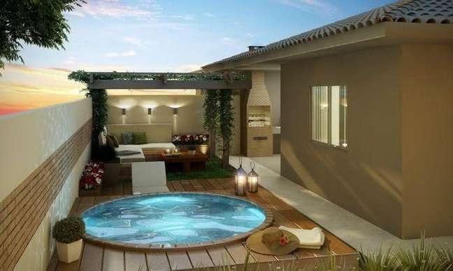 60. Quintal pequeno com piscina redonda e pergolado de madeira – Foto Larida