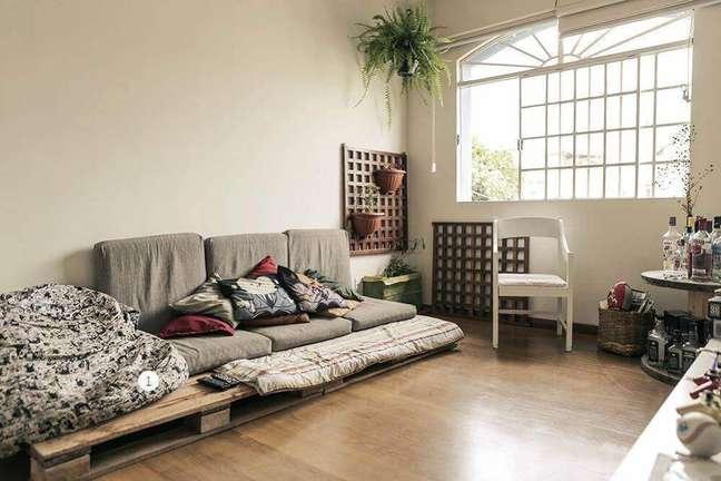 32. Os móveis de pallet são uma excelente escolha para a decoração de casas simples. Fonte: Revista Casa e Construção