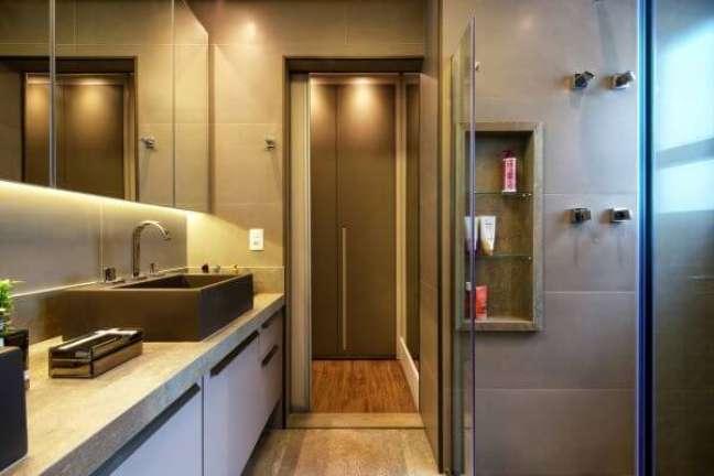 3. Banheiro moderno com nicho de porcelanato na parede e box de vidro – Foto 2MArquitetura e Interiores