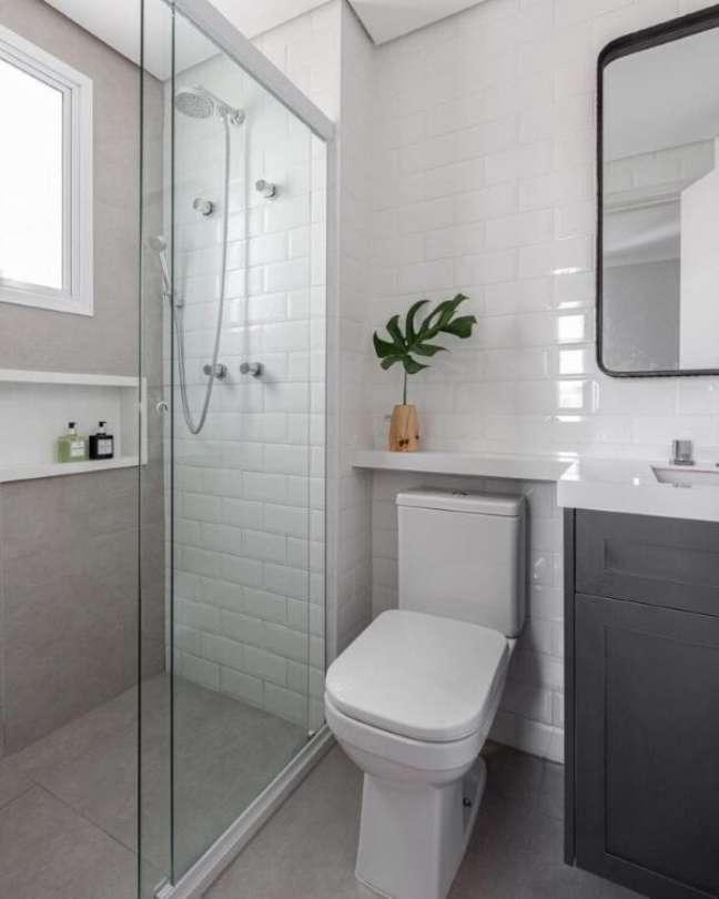 23. Decoração com nicho de porcelanato branco – Foto Arquiteto em Casa