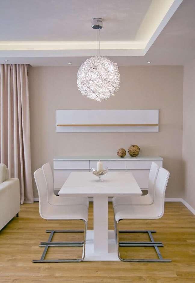 60. Tons neutros para sala de jantar decorada com cores de casas modernas – Foto: Goldfish Interiors