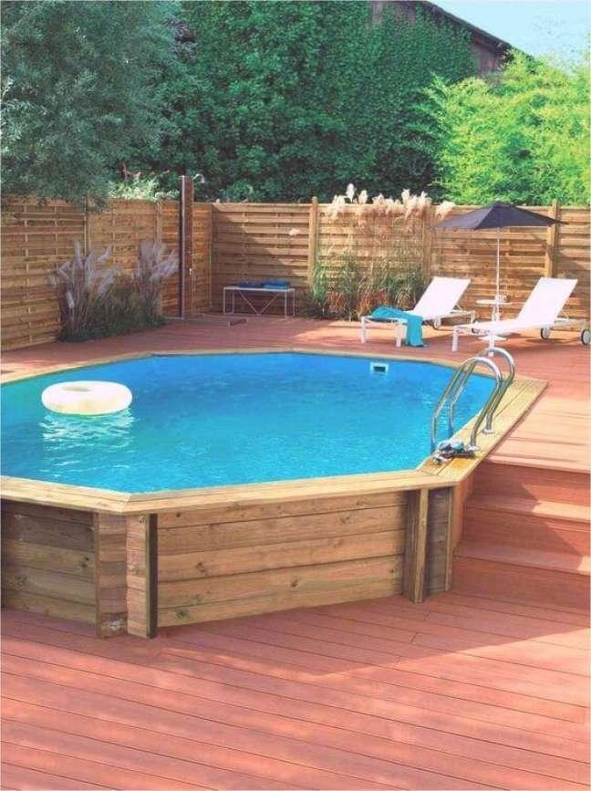 49. Quintal com piscina elevada de pallet – Foto Maison