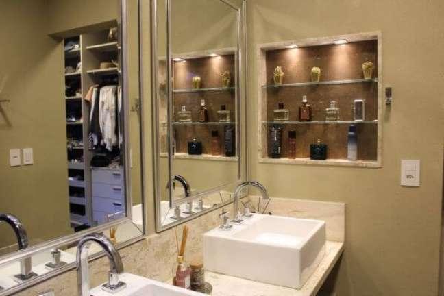 8. Banheiro com nicho de porcelanato ao lado da pia dupla – Foto Bianca Monteiro