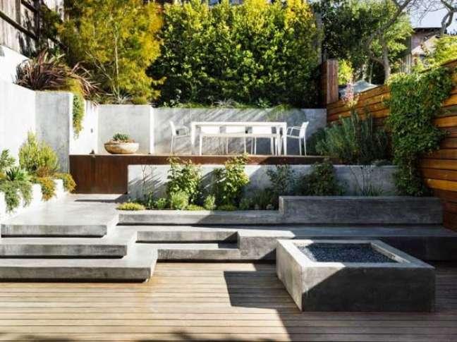 12. Banco de cimento para quintal com piscina pequena e planejada – Foto Houzz